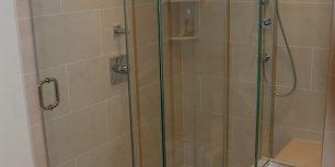 briggs master bathroom2